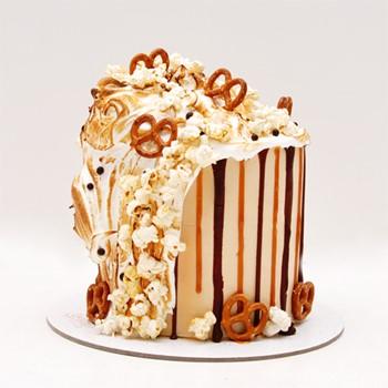 Popcorn Meringue Cakes
