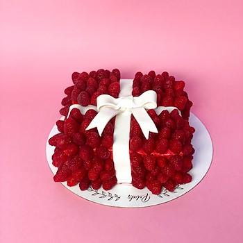Raspberries Gift Cake