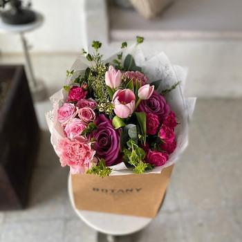 Signature Hand Bouquet 1
